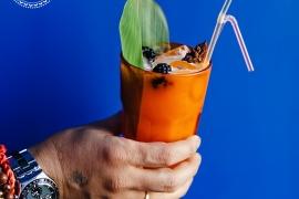 Индиан Стар - джин, апельсиновый фреш, миндальный ликёр, лимонный сок, бадьян.