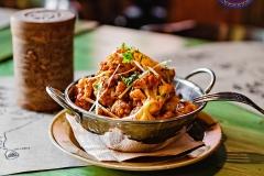Алу Гоби Масала - цветная капуста, жаренный картофель, томаты, лук, кинза, чеснок, специи.